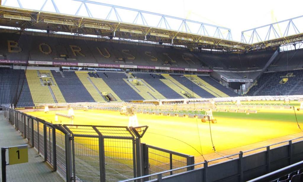 ...por fim, foram construídos os cantos e a capacidade passou a superar os 80 mil espectadores