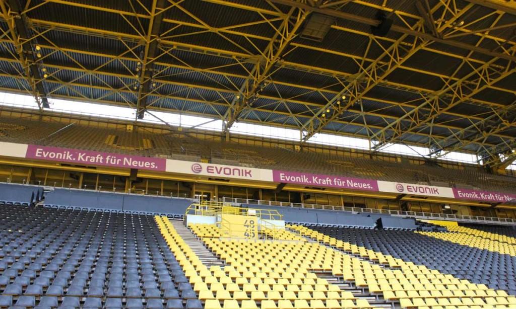 Inicialmente, o estádio tinha apenas um andar...