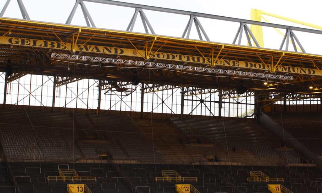 Südtribune tem capacidade para 25 mil pessoas em jogos da Bundesliga e da Copa da Alemanha
