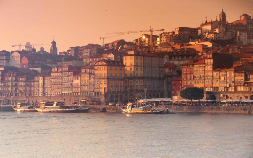 Vista da cidade do Porto rio douro