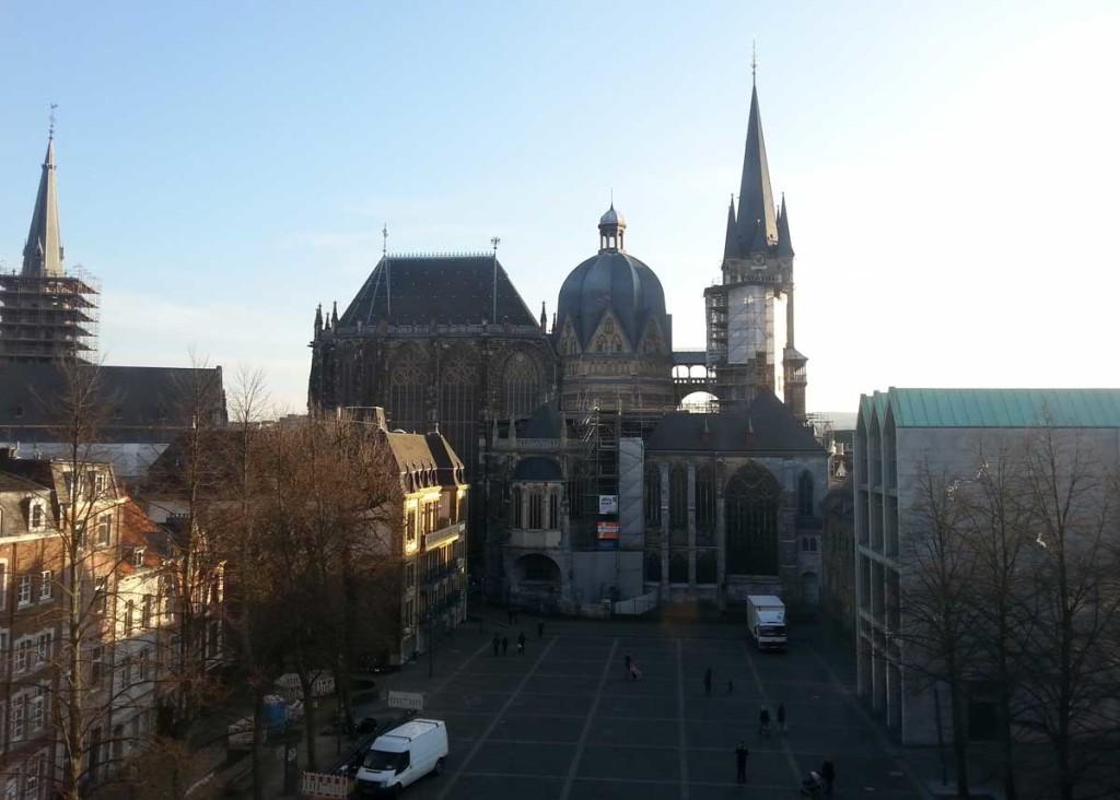 Catedral de Aachen, vista da prefeitura.