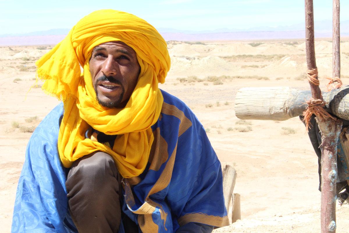Homem berbere marrocos roupas tradicionais