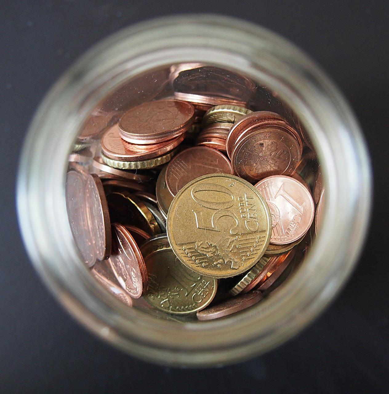 moedas no prato