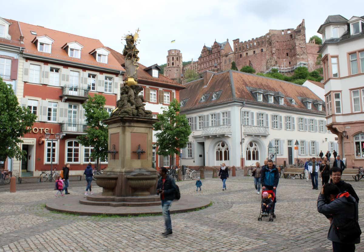 O castelo, visto lá de baixo, na cidade velha