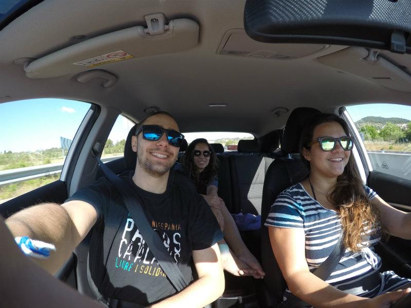 motorista e passageiros em carro em Maiorca, Espanha
