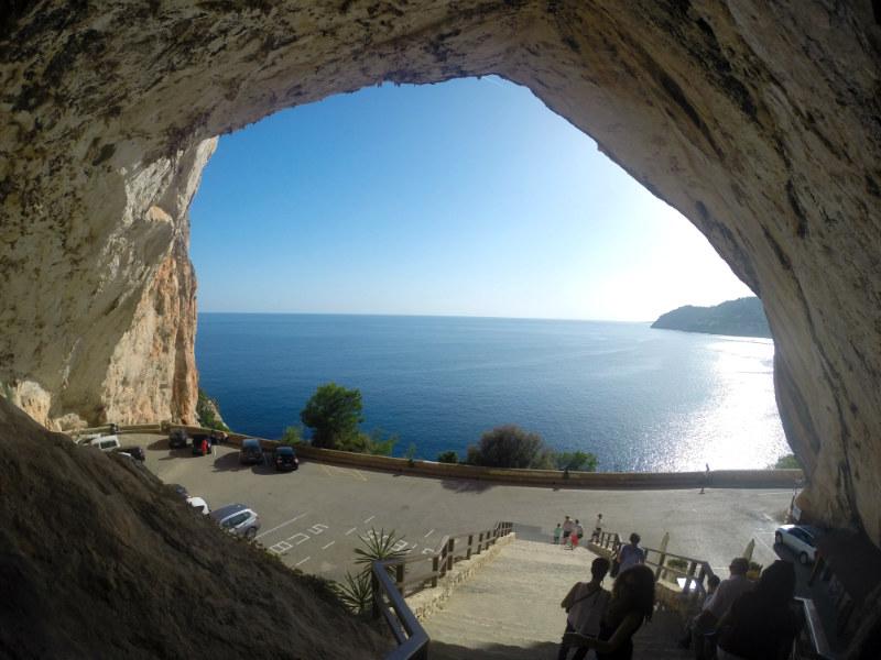 caverna de frente para o mar em maiorca