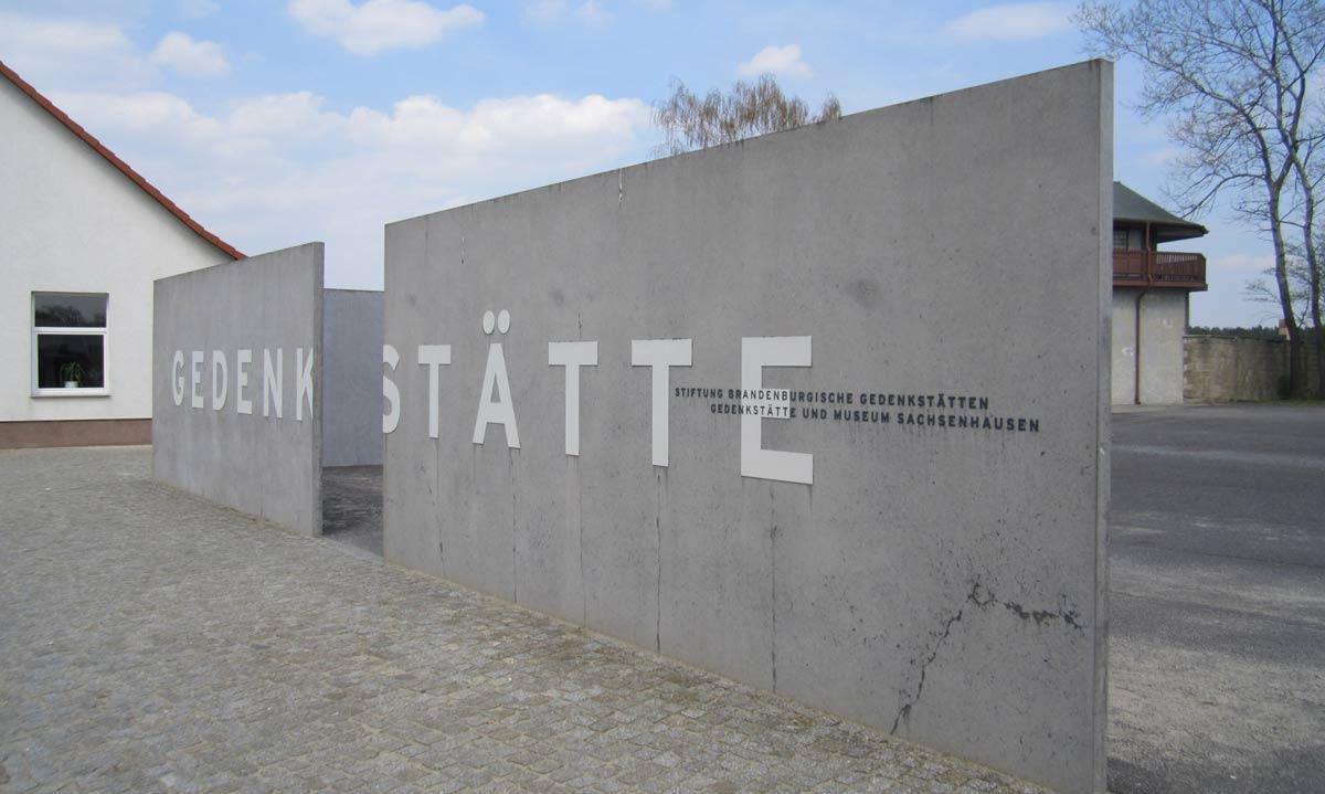 vista da entrada do campo de concentracao sachsenhausen, em Oranienburg