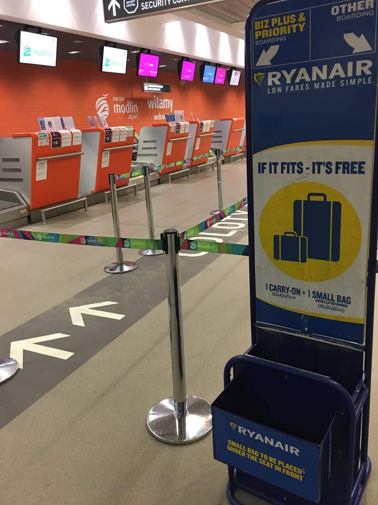 foto mostra o medidor de bagagens da ryanair