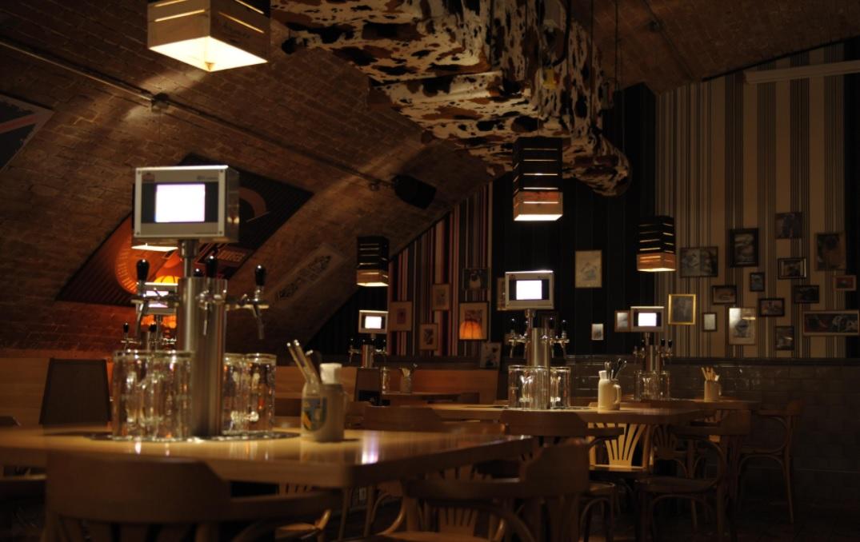 The Pub: conheça o bar onde você serve a sua própria cerveja, sabe quanto bebeu numa noite e ainda se sagra campeão