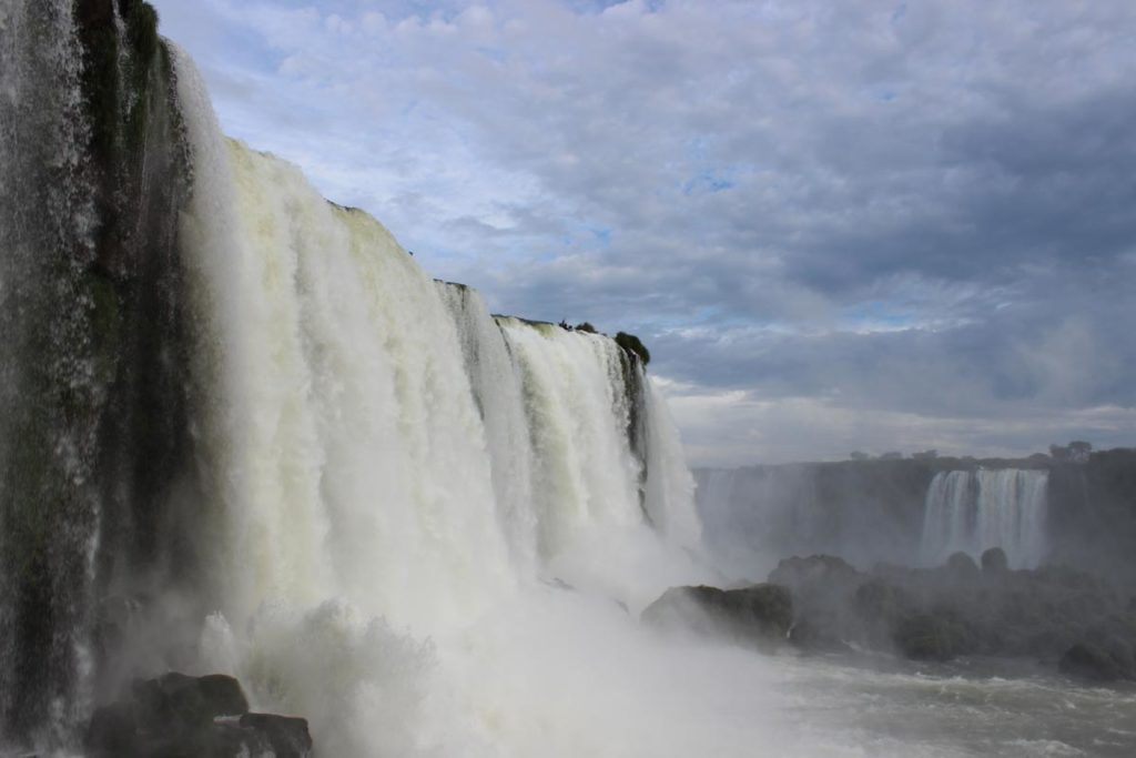 cataratas do iguacu vistas bem de perto do lado brasileiro