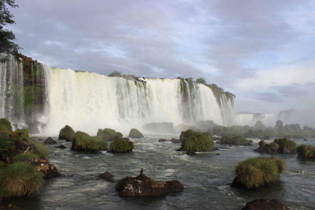 vista das quedas d'água das cataratas do iguacu