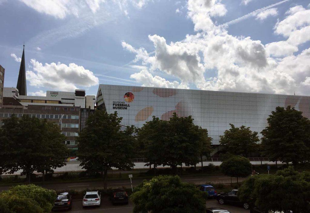 prédio do museu de futebol na alemanha