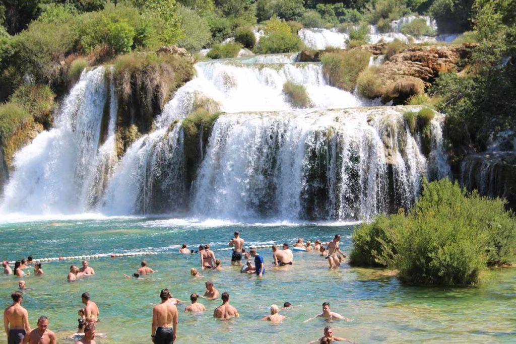 cachoeiras em krka, um dos parques nacionais mais bonitos da croácia