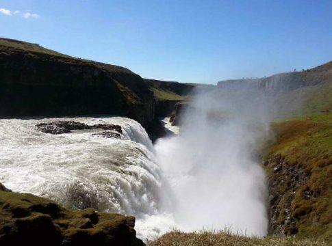 cachoeira de gullfoss, uma das maiores da islândia, vista de cima