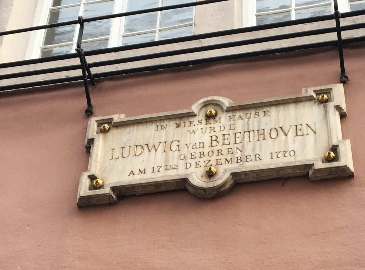 inscrição de mármore que identifica onde morou beethoven em bonn