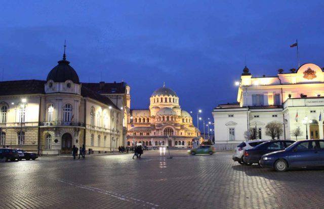 catedral de sofia vista de onge de noite