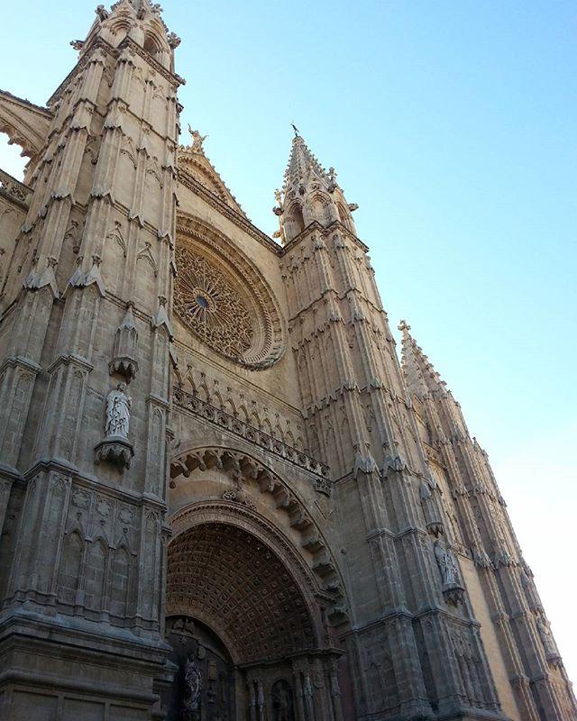 catedral de palma vista do chao - maiorca, espanha