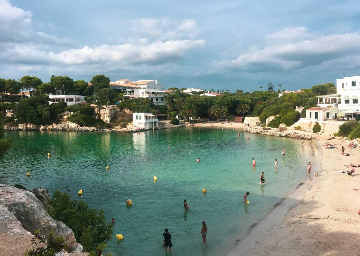 vista do alto da cala santandria, em Menorca