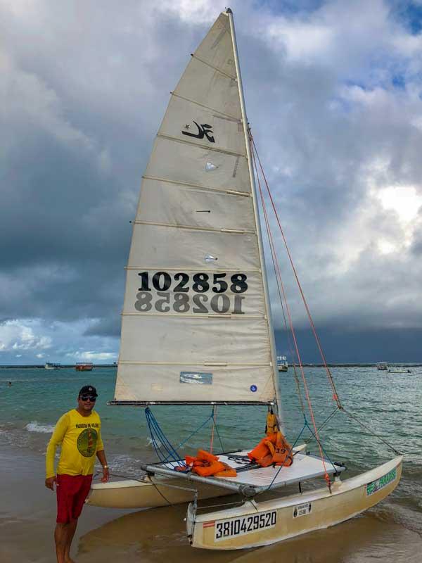 passeio de barco a vela na praia do francês, em Alagoas