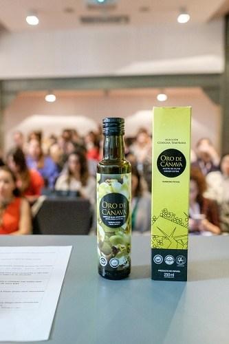 azeite de oliva sobre a mesa para degustação