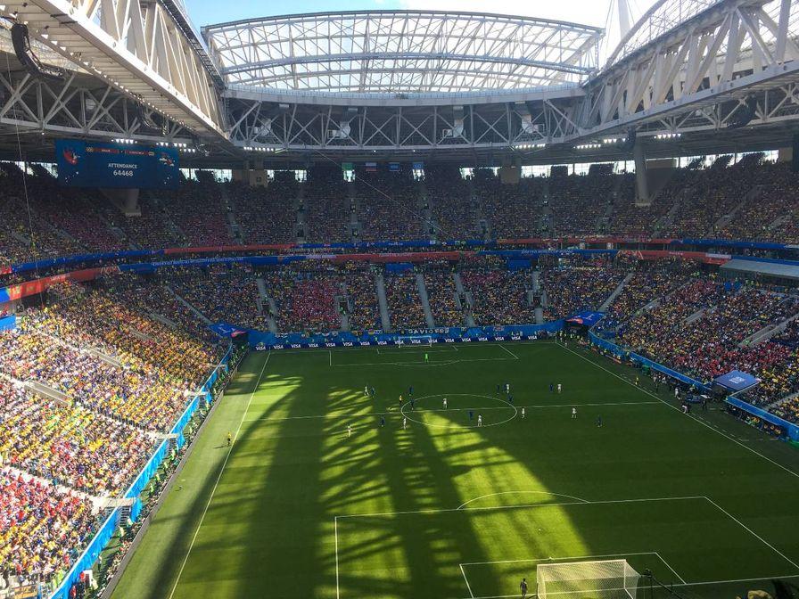 estadio do zenit lotado de torcedores do brasil em jogo da copa da rússia