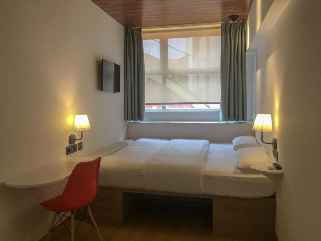 cama do quarto privado no hostel far home bernabeu