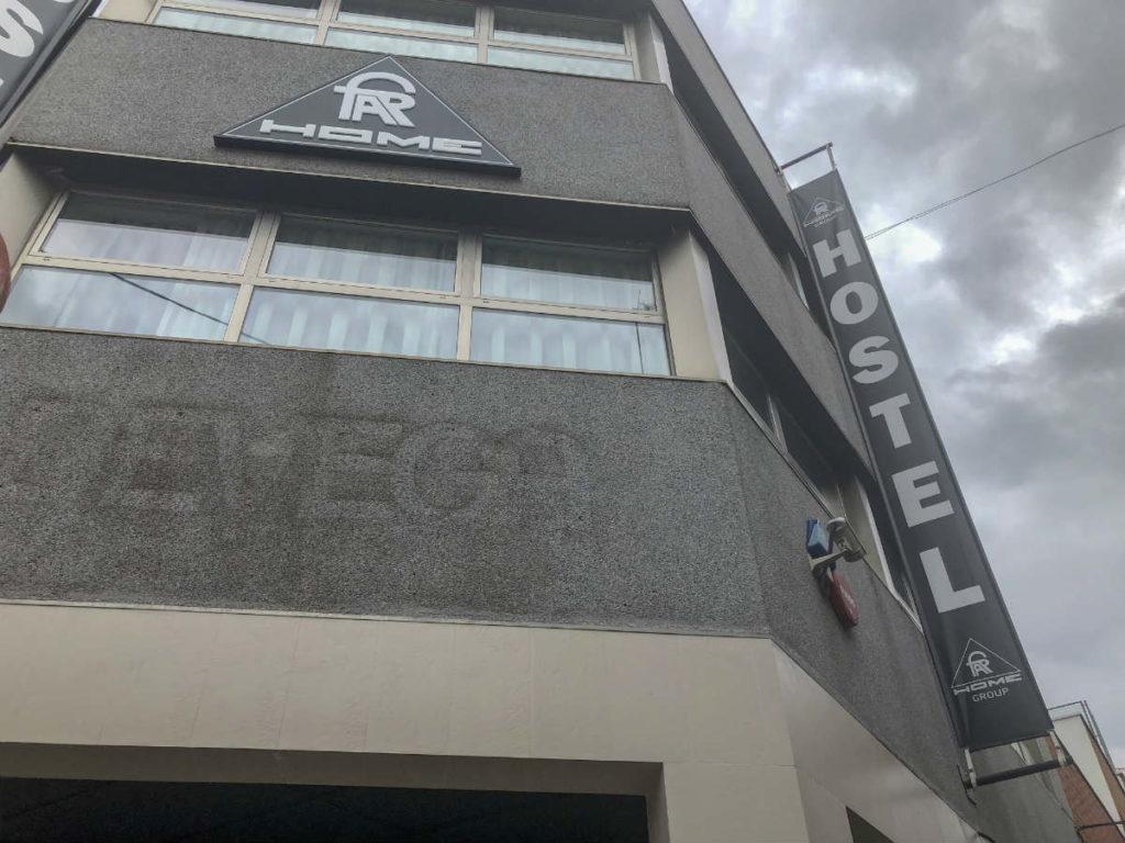 fachada do hostel far home bernabeu