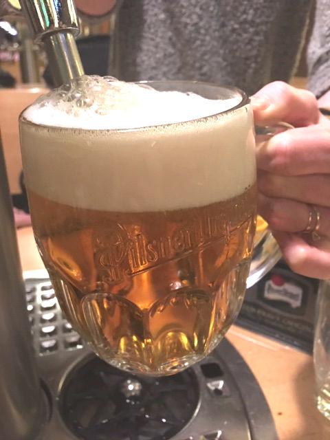 cerveja servida pelo poprio cliente no the pub