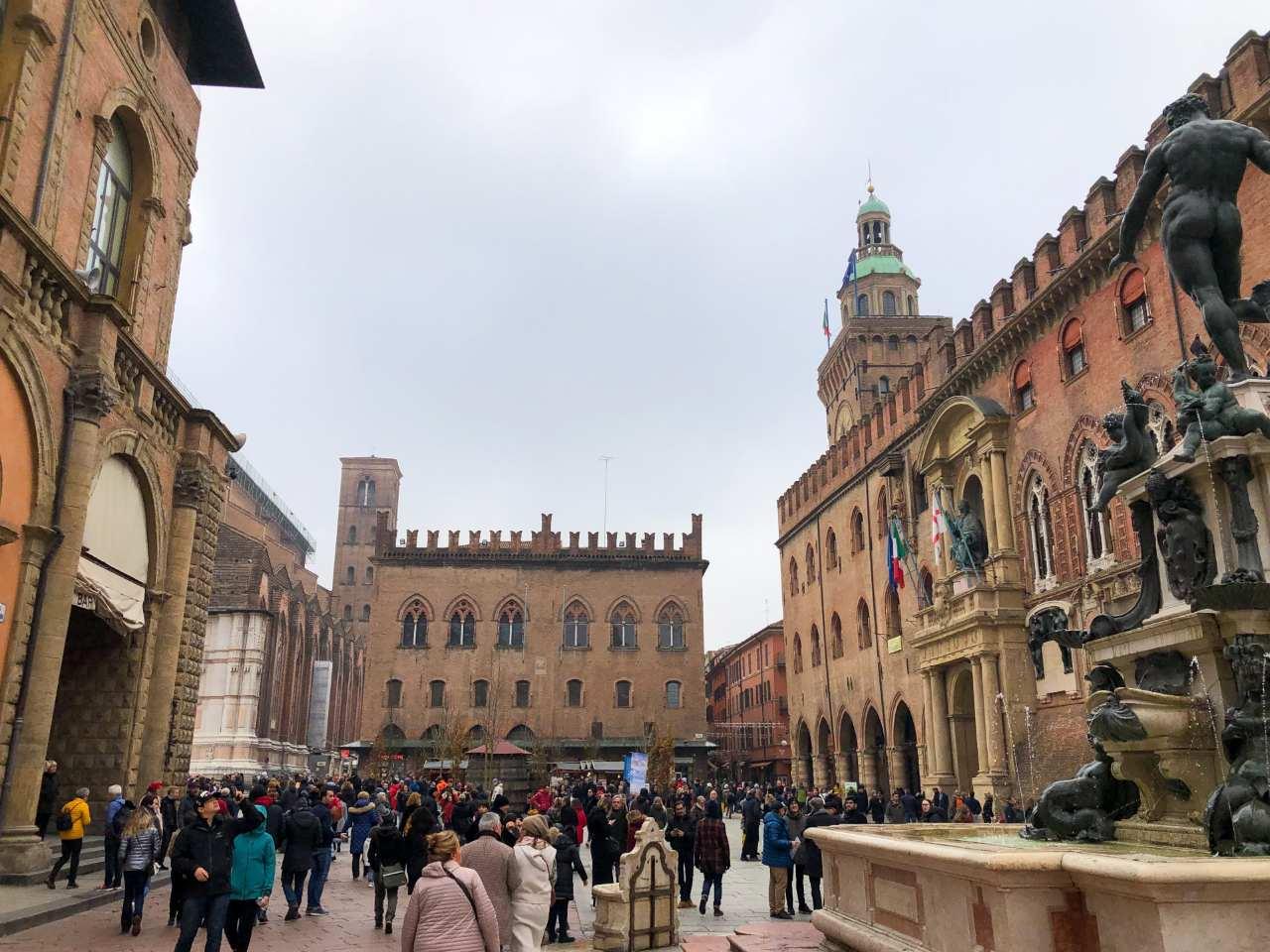 Bolonha: uma cidade para conhecer com os olhos, boca e ouvidos