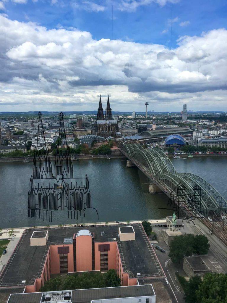 Vista da Kölner Dom a partir da plataforma de obervacao do koln triangle