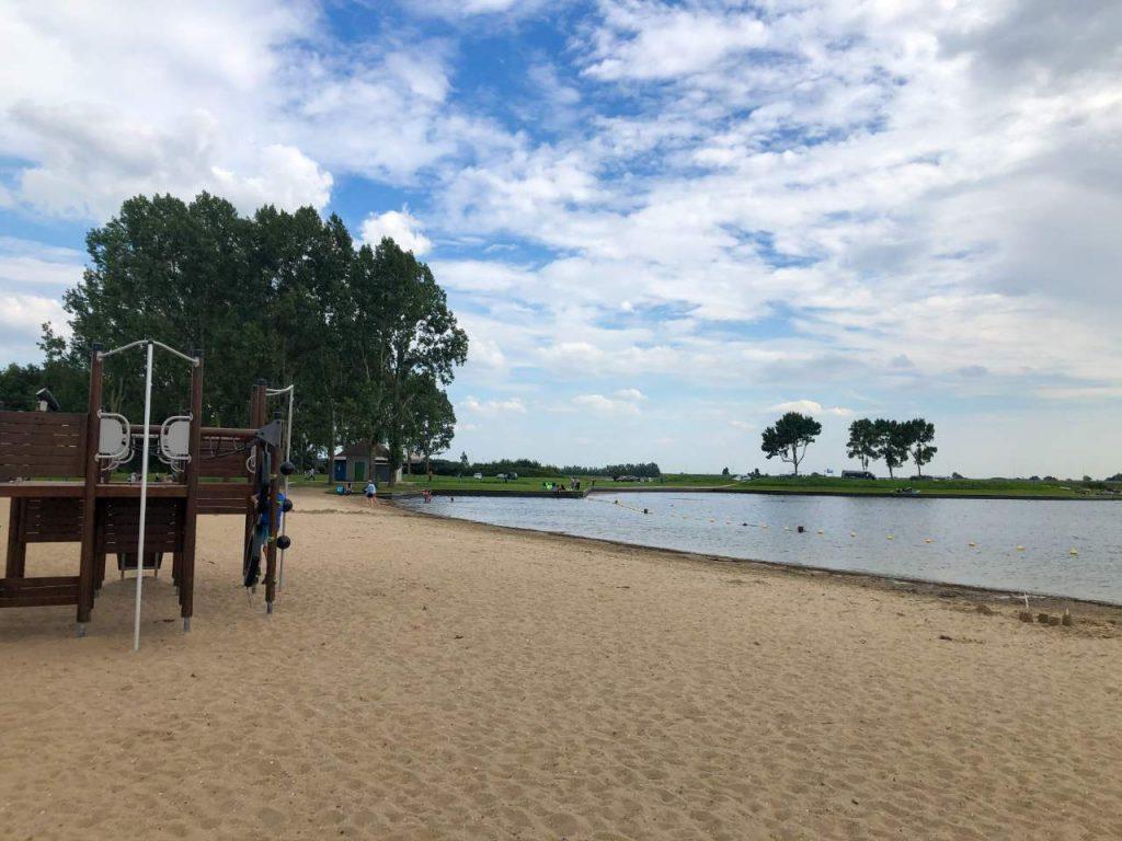 praia artificial na cidade de oudekerk, próxima de Amsterdã