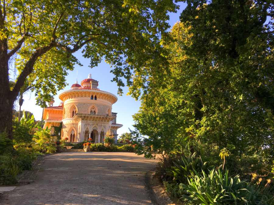 Vista para o Palácio de Montserrat, em Sintra, Portugal
