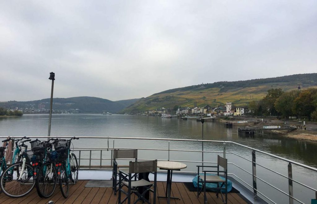 barco no rio reno alemanha