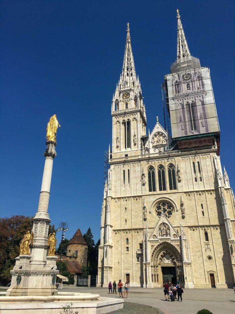 vista da catedral de zagreb na cidade alta