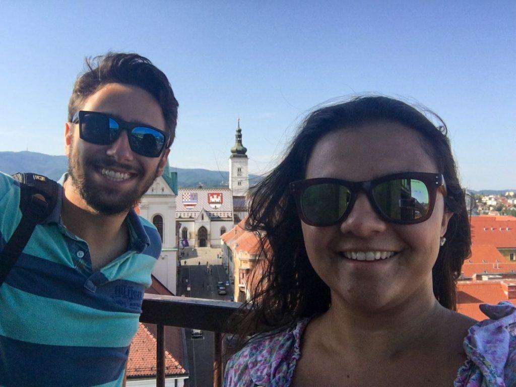 turistas no alto da torre de lotstrack em zagreb